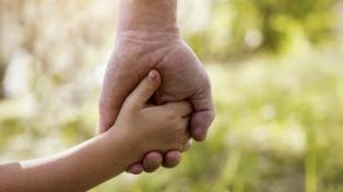 Hay 1.080 niños, niñas y adolescentes bonaerenses que esperan se declare su adoptabilidad