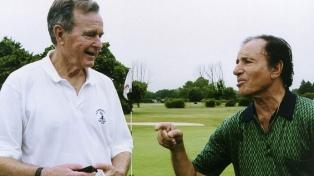 Bush le avisó a Menem que iba a invadir Panamá, según documentos desclasificados