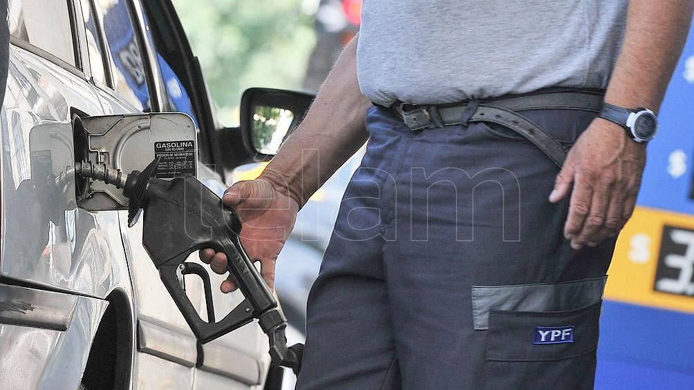 Oficializan el aumento de 4% en el precio de los combustibles