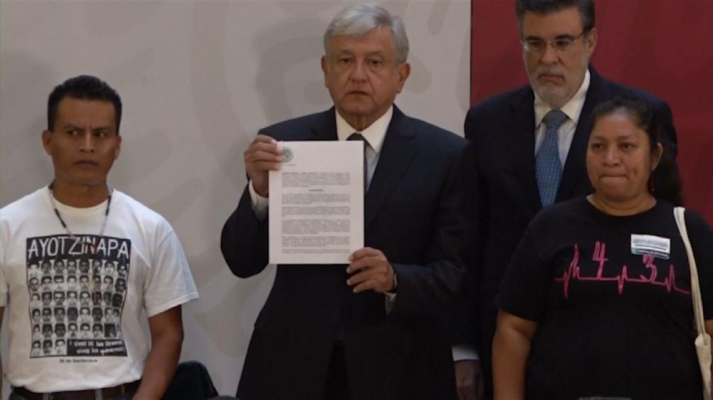 López Obrador dijo que Ayotzinapa evidenció la complicidad del gobierno con la mafia organizada