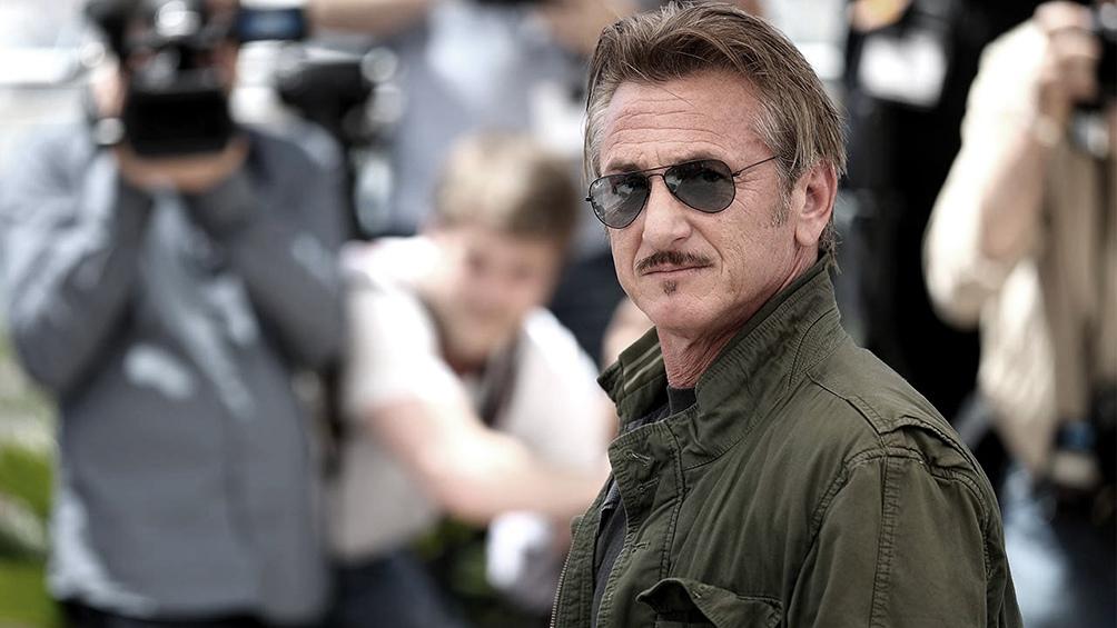 Sean Penn se ofreció a facilitar la vacuna para todos, a través de su organización Community Organized Relief Effort.