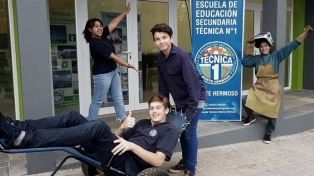 Entregan a personas con movilidad reducida sillas diseñadas por estudiantes