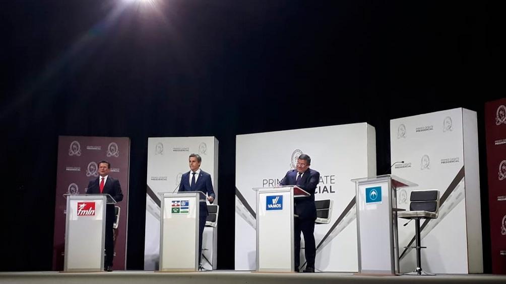 Candidatos presidenciales salvadoreños en pleno debate