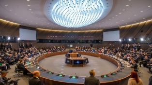 """La OTAN pide frenar los intentos de normalizar la anexión """"ilegal"""""""