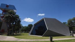 Inauguraron en la capital un moderno planetario híbrido digital