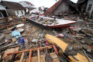 Los muertos por el tsunami son al menos 373, pero hay muchos desaparecidos
