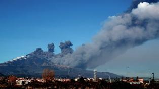 Continúa la erupción del Etna con emisión de gases y temblores