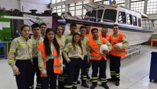 Estudiantes de escuelas técnicas construyeron una lancha solar