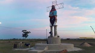 Construyen un monumento del Gauchito Gil de más de 9 metros en Mercedes