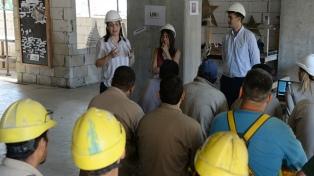 Dictan charlas en obras en construcción para hablar sobre el acoso callejero