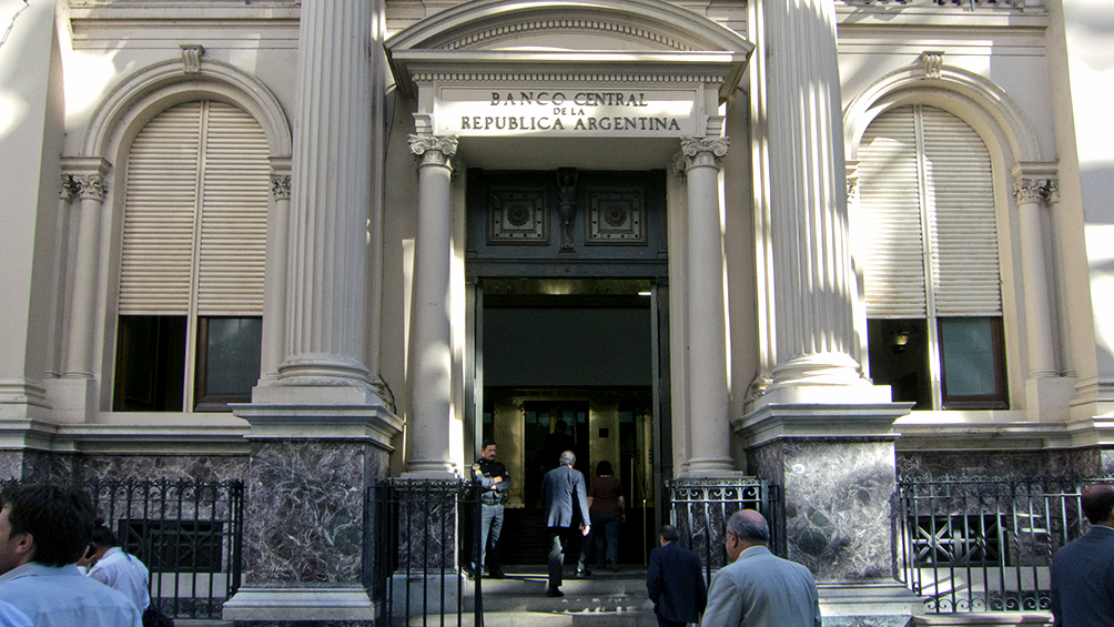 El BCRA estaleció una tasa de interés mínima de 26,6% anual para los depósitos a plazo fijo