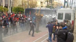 El parlamento griego aplaza para el viernes la votación del acuerdo sobre Macedonia