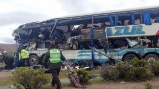 Al menos 22 muertos y 37 heridos por un choque frontal de micros