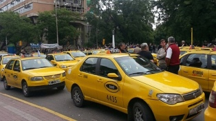Taxistas marcharon contra la modalidad de entrega de chapas que propone la municipalidad