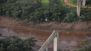 Suben a 142 los muertos por la ruptura de una represa que causó una avalancha