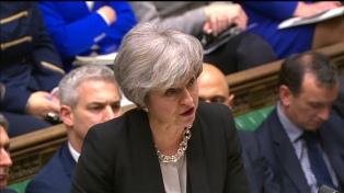 Conservadores y laboristas presionan a May para influir en el Brexit