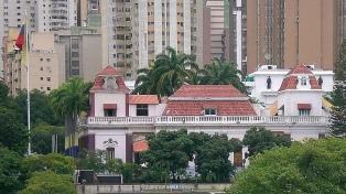 """El Gobierno califica de """"show"""" la retención de periodistas en Miraflores"""