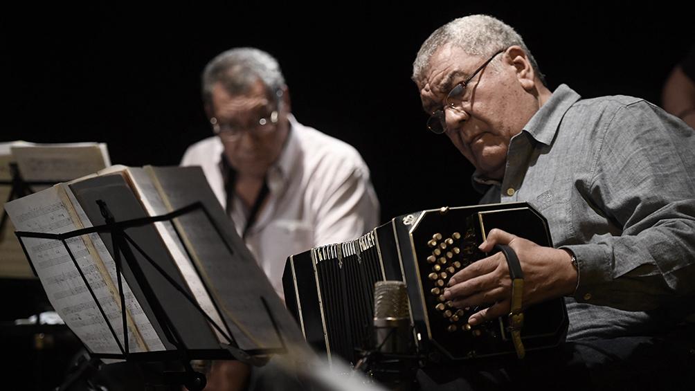 El bandoneonista y autor Dino Saluzzi celebra 85 años en plenitud y vigencia