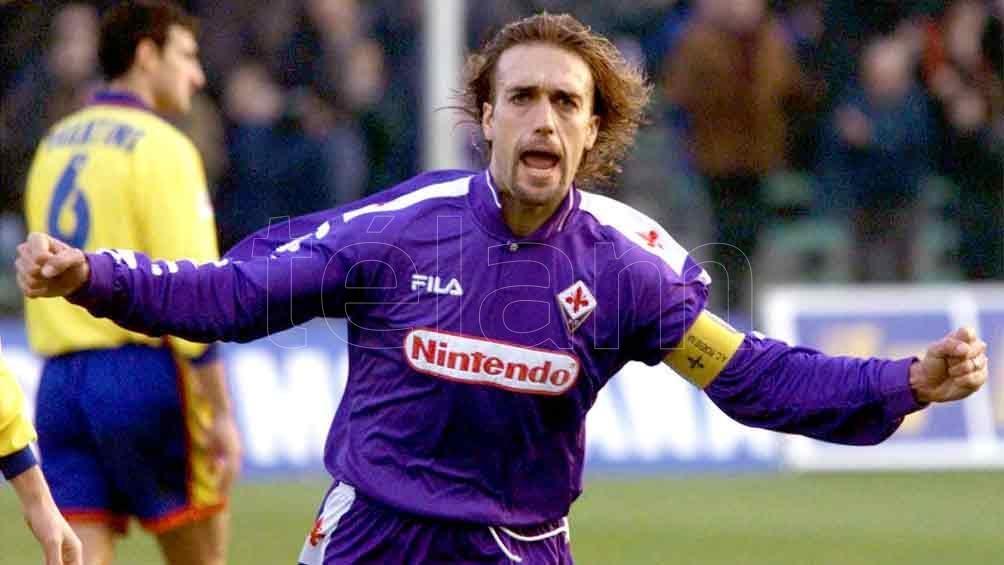 Batistuta recibe un gran homenaje de los hinchas de Fiorentina ...
