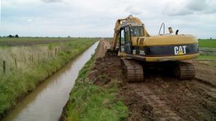 Comienzan a reparar 4.000 kilómetros de caminos rurales