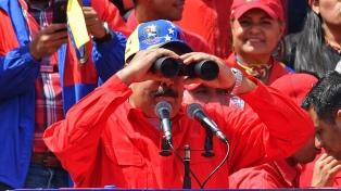 Maduro anuncia una consulta nacional para adelantar las legislativas a este año