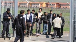 Desalojan el centro de migrantes de Mineo, el más grande de Europa