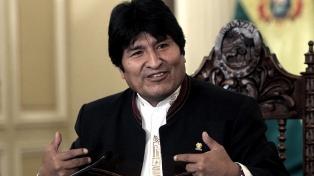 Evo Morales partió hacia los Emiratos Árabes a reunirse con inversores