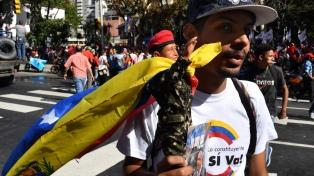 Maduro dice que el país ya está fuera de la OEA, pero Guaidó asegura que no