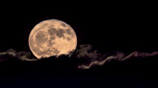 El dueño de Amazon anunció un plan para viajar a la Luna