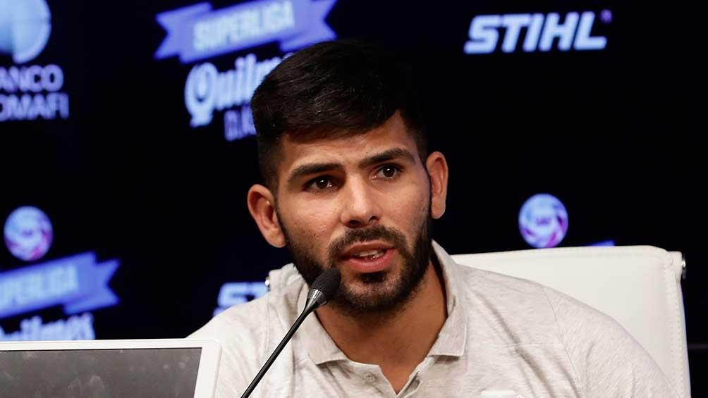 Silvio Romero se acercó a la casa de gobierno junto con su compañero Pedro Pablo Hernández, en nombre del plantel.