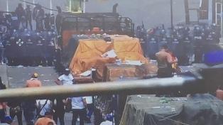 Un antichavista quemó el camión con ayuda humanitaria, según la prensa de EE.UU.