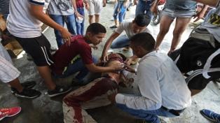 Cinco muertos y más de 30 camiones con ayuda humanitaria retenidos