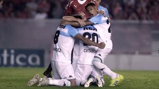 El puntero Racing venció a Independiente en el clásico