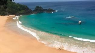 La playa brasileña de la Baia do Sancho fue elegida como la mejor del mundo