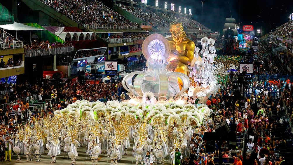 El sambódromo de Rio de Janeiro convoca a miles y miles de turistas de todos el mundo.