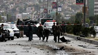 Entre bombas y ataques masivos, EEUU y los talibanes negocian la paz