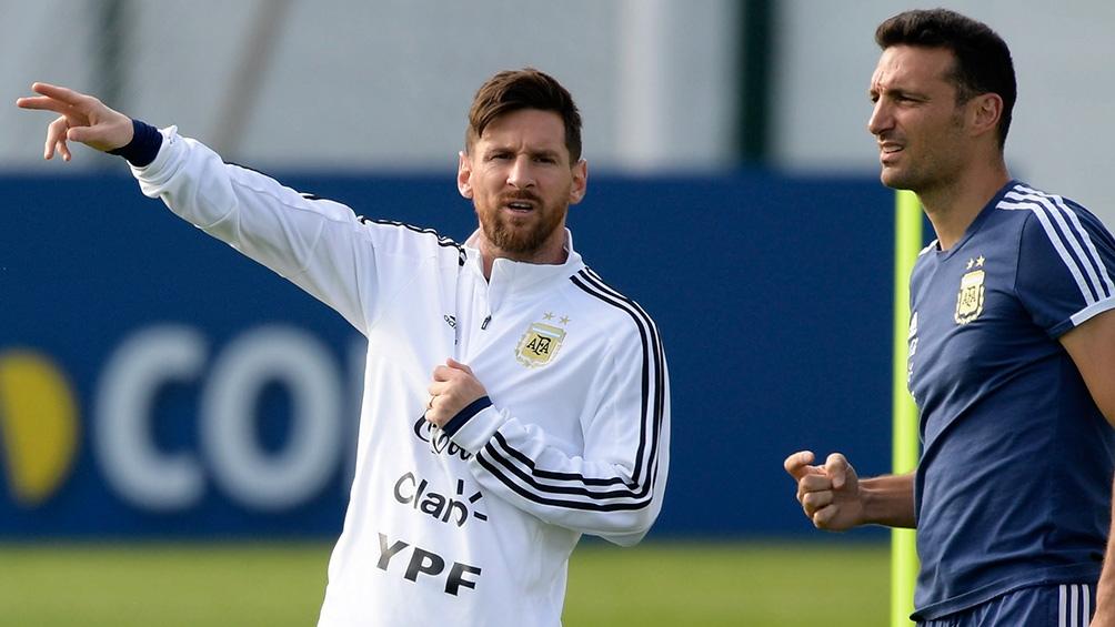 """Scaloni: """"Mi relación con Messi es muy natural, pero también tiene que ver con que fuimos compañeros como futbolistas""""."""
