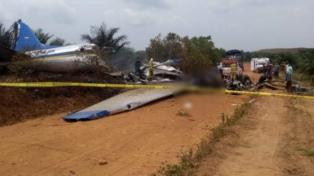 Un avión comercial cayó en el sur del país y fallecieron 14 personas