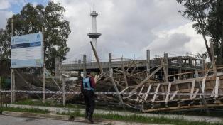 Cinco operarios heridos al derrumbarse una escuela en construcción