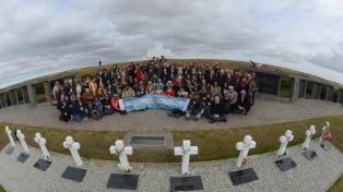 Un nuevo viaje humanitario para honrar a los soldados identificados después de 37 años