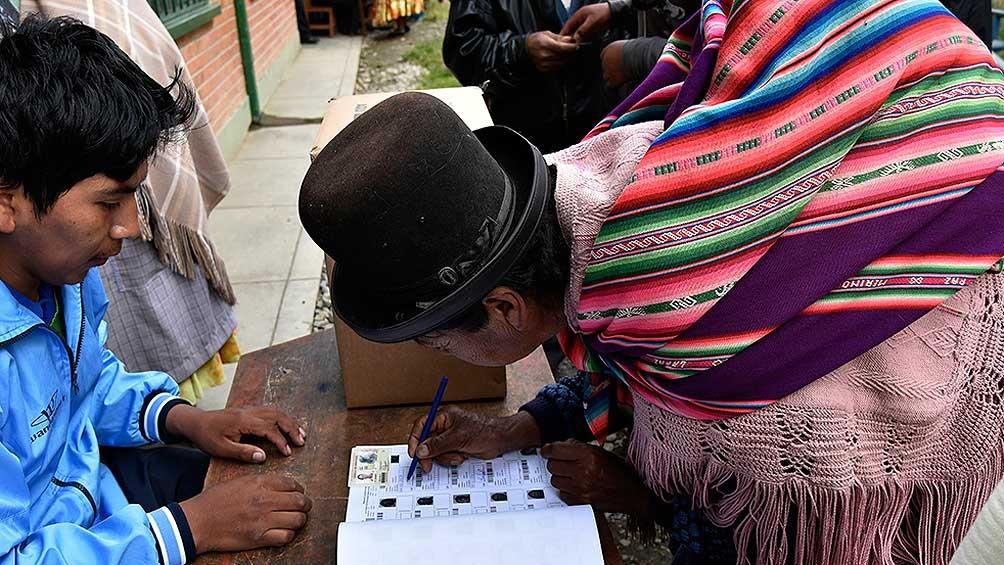 Después de muchas postergaciones, Bolivia elige presidente y legisladores nacionales
