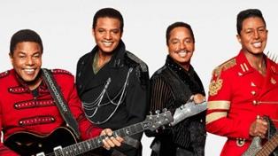Con brillo, nostalgia y baile, The Jacksons reivindican al controvertido Michael