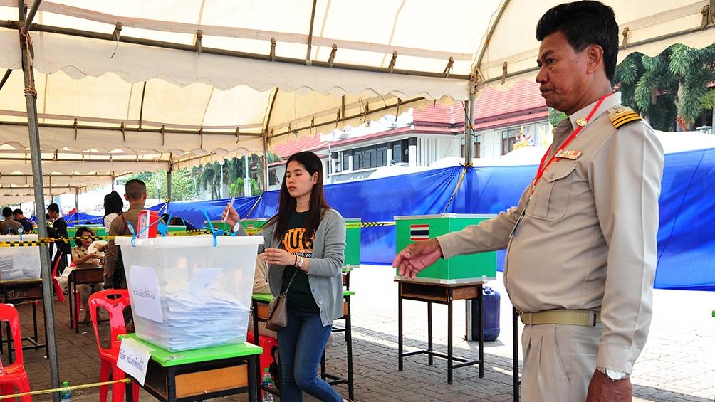 Los Tailandeses votaron tras varias postergaciones