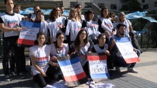 Familiares y amigos de víctimas de la tragedia de Austral realizan un acto