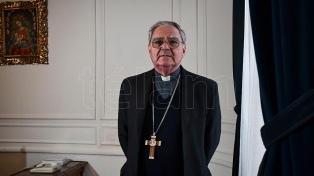"""Monseñor Ojea alentó a los católicos a vivir una """"Pascua inédita"""" por la pandemia"""