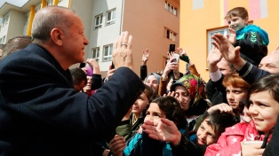El partido de Erdogan exige repetir las elecciones en Estambul por fraude