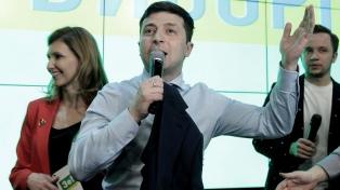 Zelenski acepta debatir con Poroshenko de cara a la segunda vuelta