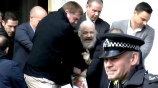 Assange fue condenado a casi un año de cárcel por violar la libertad condicional