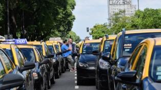 Una protesta de taxistas contra Uber causó demoras en el centro porteño