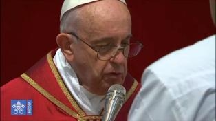 En su séptimo Vía Crucis como Papa, Francisco pidió por los inmigrantes y los hambrientos